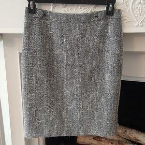 Ann Taylor B/W Tweed Pencil Skirt w/ Buttons Sz. 6
